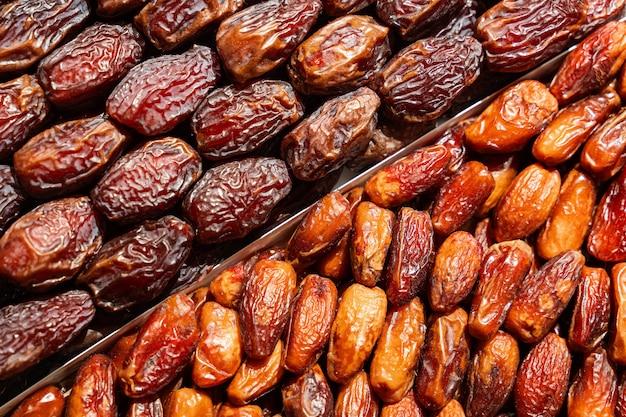 Fundo de frutas secas de datas no mercado