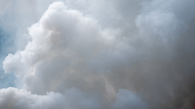 Fundo de fumaça branca, nevoeiro ou fumaça de fundo, abstrato de poluição atmosférica