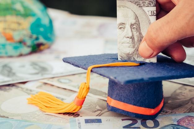 Fundo de graduação para poupar dinheiros de pós-graduação estudar o ensino superior no futuro.