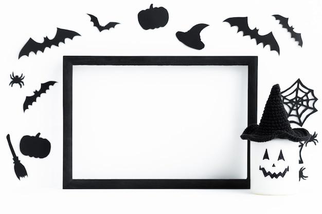 Fundo de halloween com moldura preta e assessorias ao redor