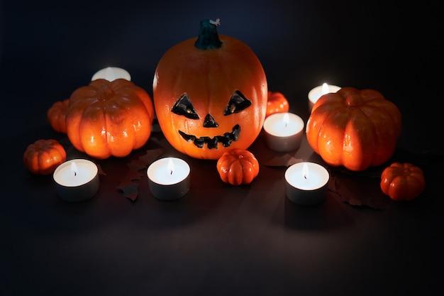 Fundo de halloween, laranja decorativo plástico abóbora papel morcego preto papelão cartão de ação de graças