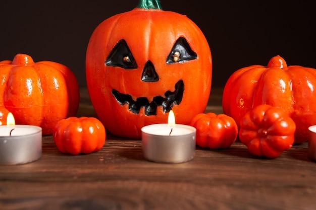 Fundo de halloween, laranja decorativo plástico abóbora papel preto padrão de cartão de ação de graças