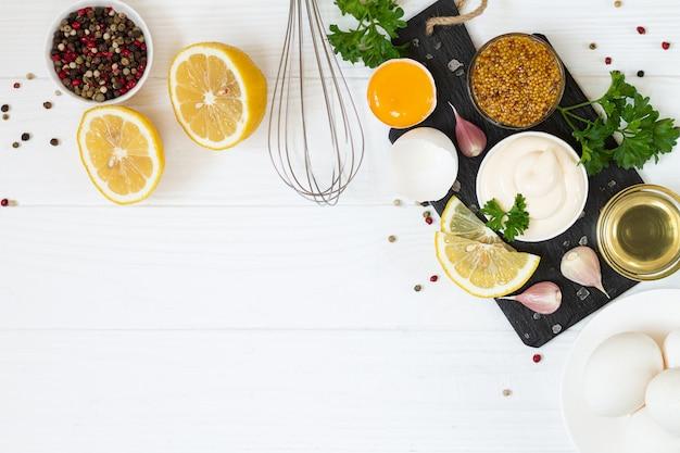 Fundo de ingredientes de maionese com espaço de cópia