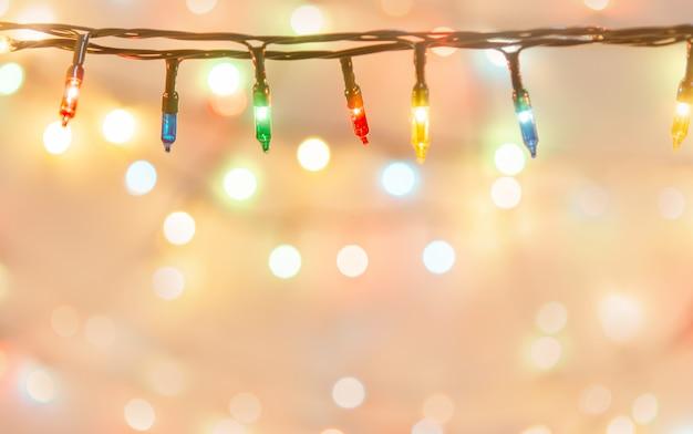Fundo de luzes de natal. fundo desfocado com bokeh borrado.