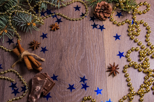 Fundo de madeira com decoração festiva de inverno