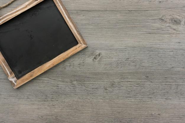 Fundo de madeira com folha em branco