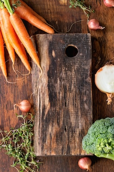 Fundo de madeira com legumes