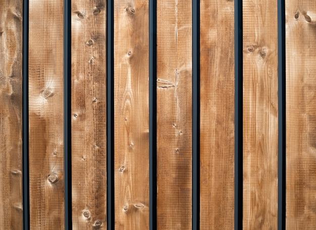 Fundo de madeira com pranchas de madeira verticais marrons. Foto Premium