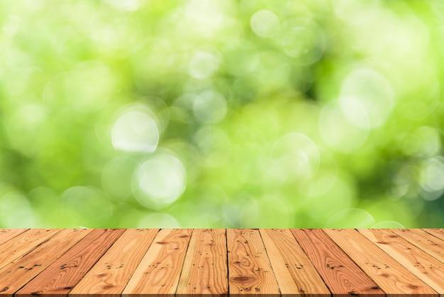 Fundo de madeira do verde da árvore da tabela e da natureza do borrão para o conceito da mola ou do verão.
