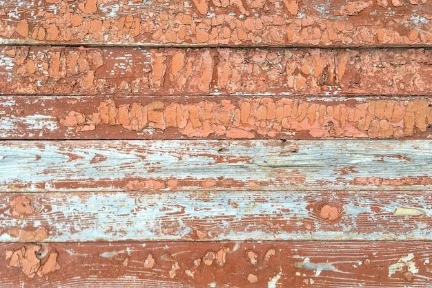 Fundo de madeira marrom e branco com pintura descascada. use como local de texto. cerca velha. fechar-se.