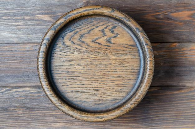Fundo de madeira marrom feito de placas de design. placa de madeira para comer.