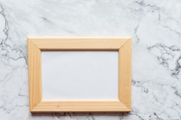 Fundo de mármore da moldura de madeira da foto.
