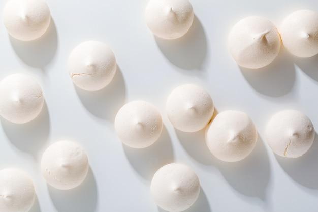 Fundo de merengue na parte superior branca