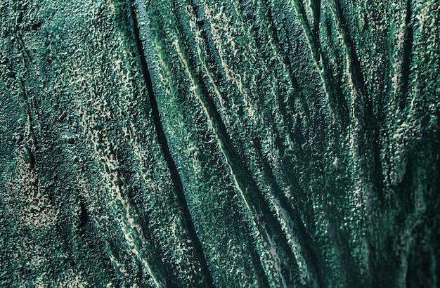 Fundo de metal enferrujado abstrato multicolorido. fundo de ferro coberto de ferrugem e tinta multicolorida