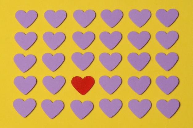 Fundo de mosaico com formas de coração para lembrar o dia dos namorados