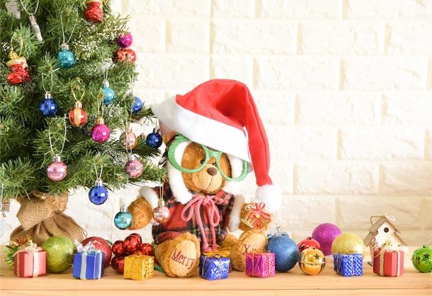 Fundo de natal-árvore de urso de pelúcia e feliz ano novo fundo