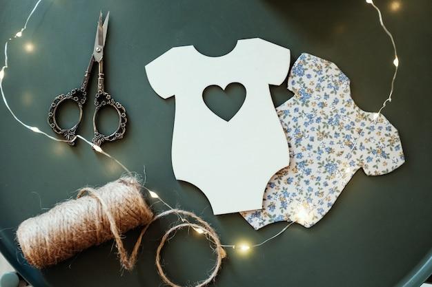 Fundo de natal, bordado. trabalho manual para recém-nascidos. trabalho manual com materiais, hobby da mãe.