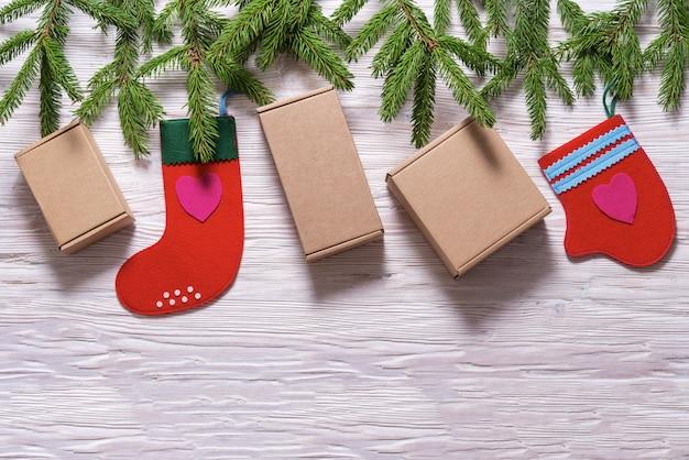 Fundo de natal, caixas de presente de papelão