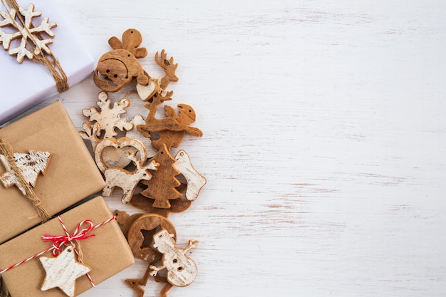 Fundo de natal - caixas de presente presente artesanal com tag para feliz natal
