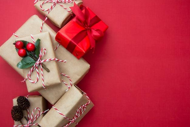 Fundo de natal com caixas de presente e espaço de cópia.