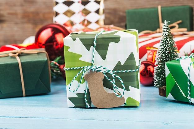 Fundo de natal com caixas de presente, preparação para as férias. vista superior com espaço de cópia.