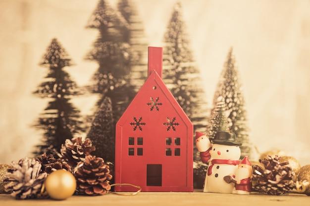 Fundo de natal com casa vermelha