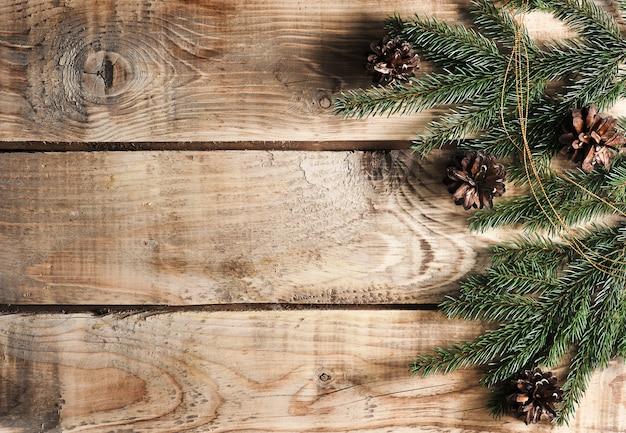 Fundo de natal com ramos de abeto e cones