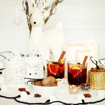 Fundo de natal com vinho quente