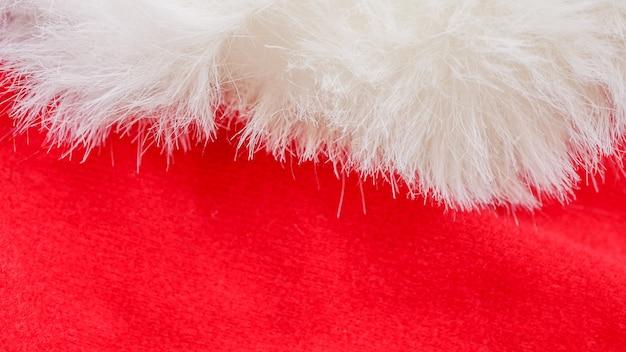Fundo de natal de tecido vermelho e branco, pano vermelho e pêlo branco macio