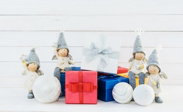 Fundo de natal. decoração de natal com caixas de presente colorida