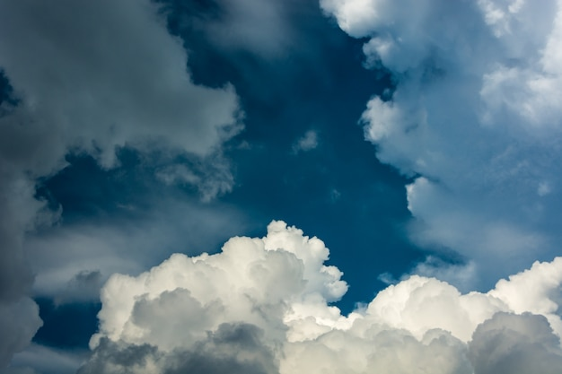 Fundo de nuvens do céu.