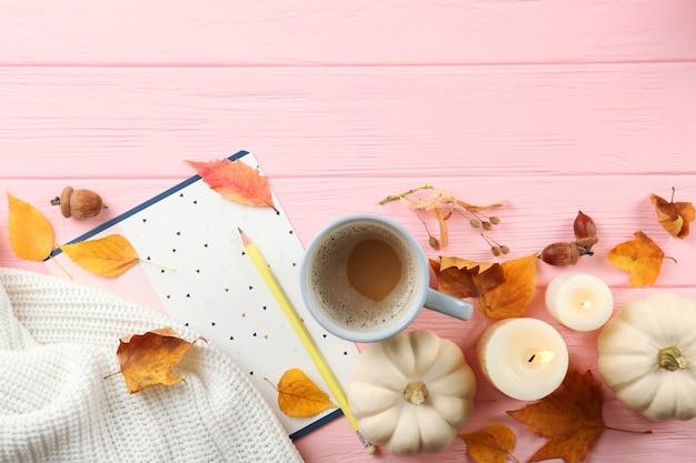 Fundo de outono bonito com folhas caídas com lugar para vista superior do texto