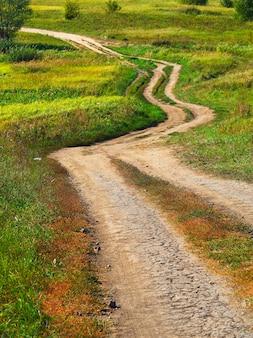 Fundo de paisagem sinuosa de estrada rural