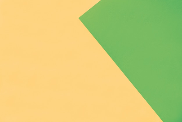 Fundo de papel amarelo com borda triângulo verde