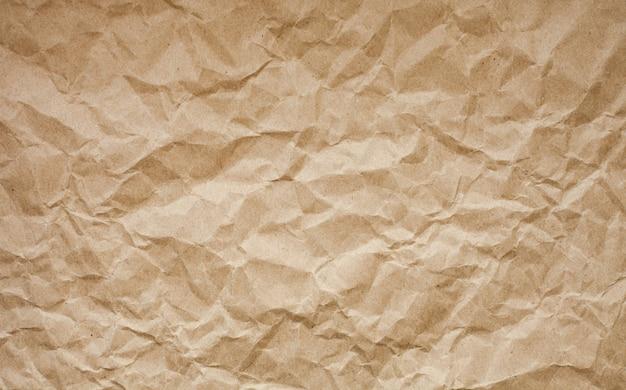 Fundo de papel amassado marrom.