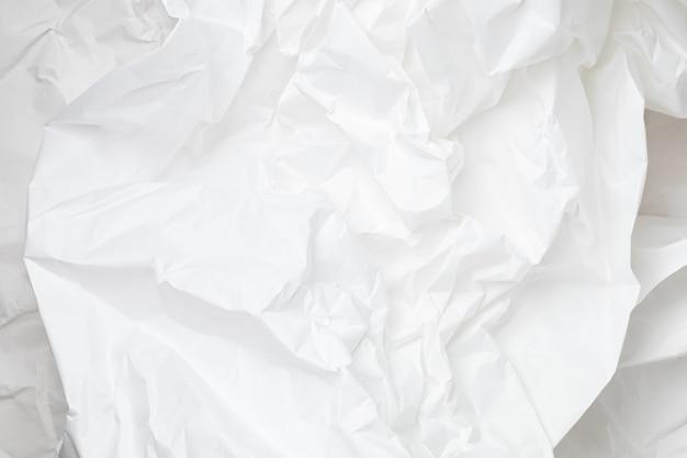 Fundo de papel de embrulho amassado branco com textura e lugar para texto