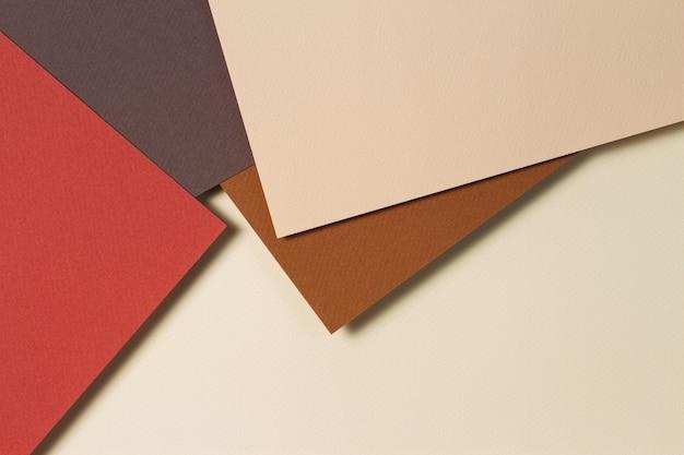 Fundo de papel geométrico abstrato em tons de terra.