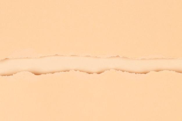 Fundo de papel rasgado bege com traçado de recorte