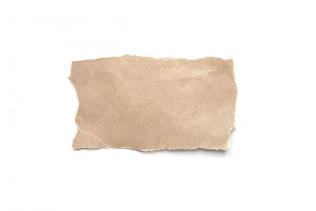 Fundo de papel vintage rasgado. papel marrom rasgado no branco.