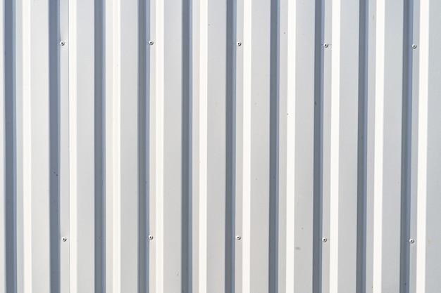 Fundo de parede de metal ondulado branco