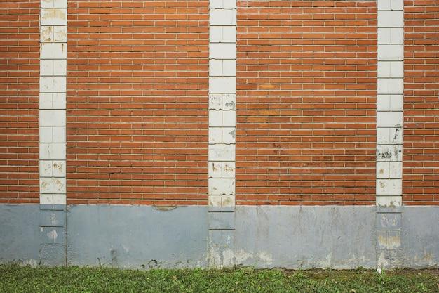 Fundo de parede de tijolos e telhas