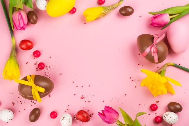Fundo de páscoa com flores, ovos