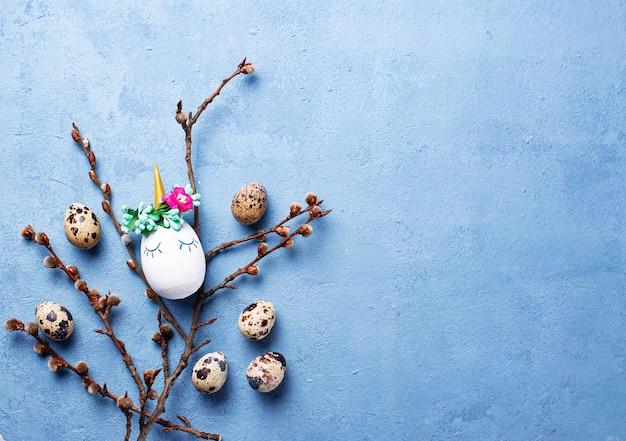 Fundo de páscoa com ovos de codorna