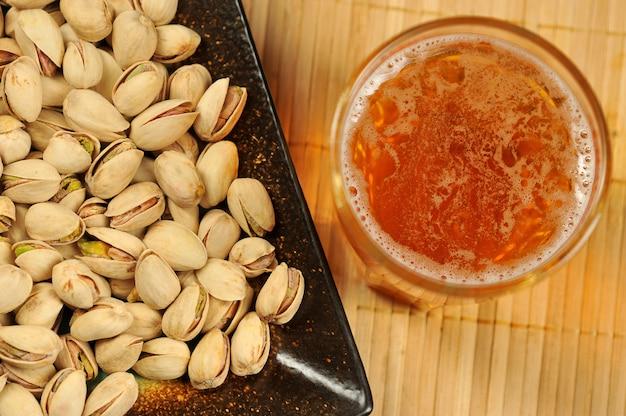 Fundo de pistache e cerveja