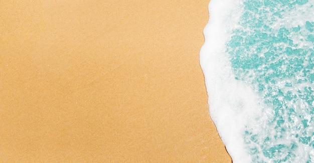 Fundo de praia com ondas e copyspace