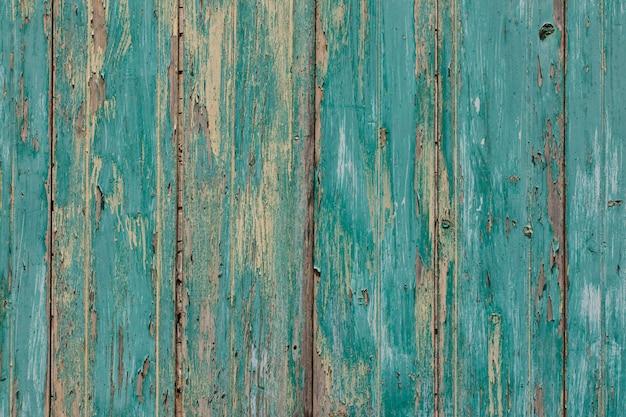 Fundo de prancha velho rústico em turquesa, cores de menta com arranhões de texturas e tinta rachada antiga