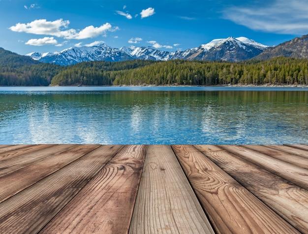 Fundo de pranchas de madeira com lago, alemanha