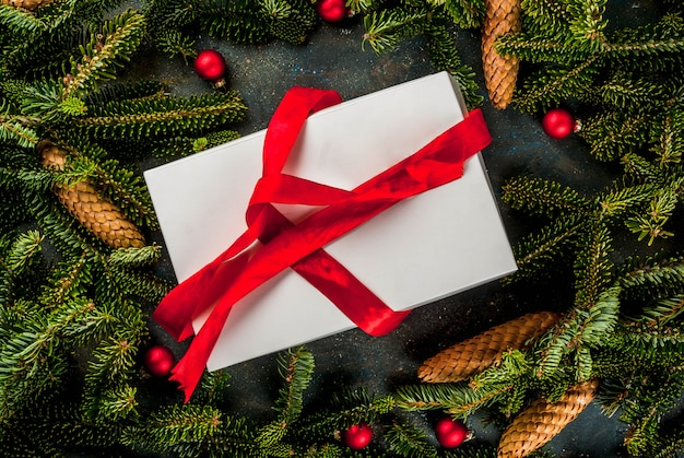 Fundo de presente de natal e ano novo com árvore do abeto