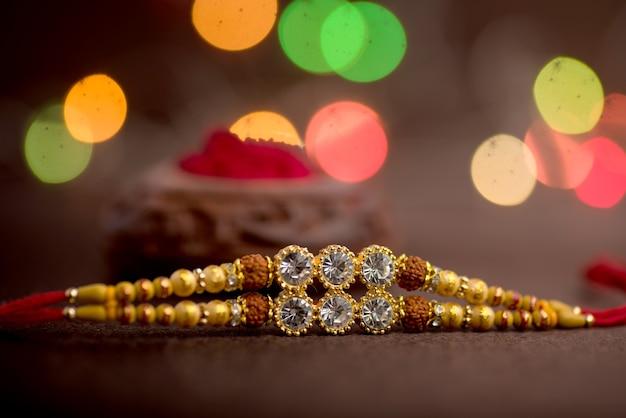 Fundo de raksha bandhan com um elegante rakhi