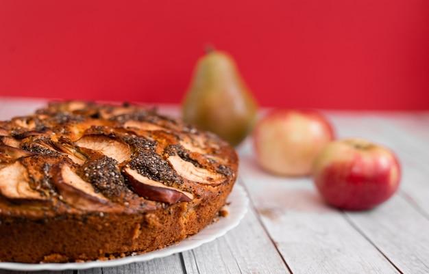 Fundo de receita de padaria de ação de graças torta de maçã americana tradicional com sementes de papoula e frutas